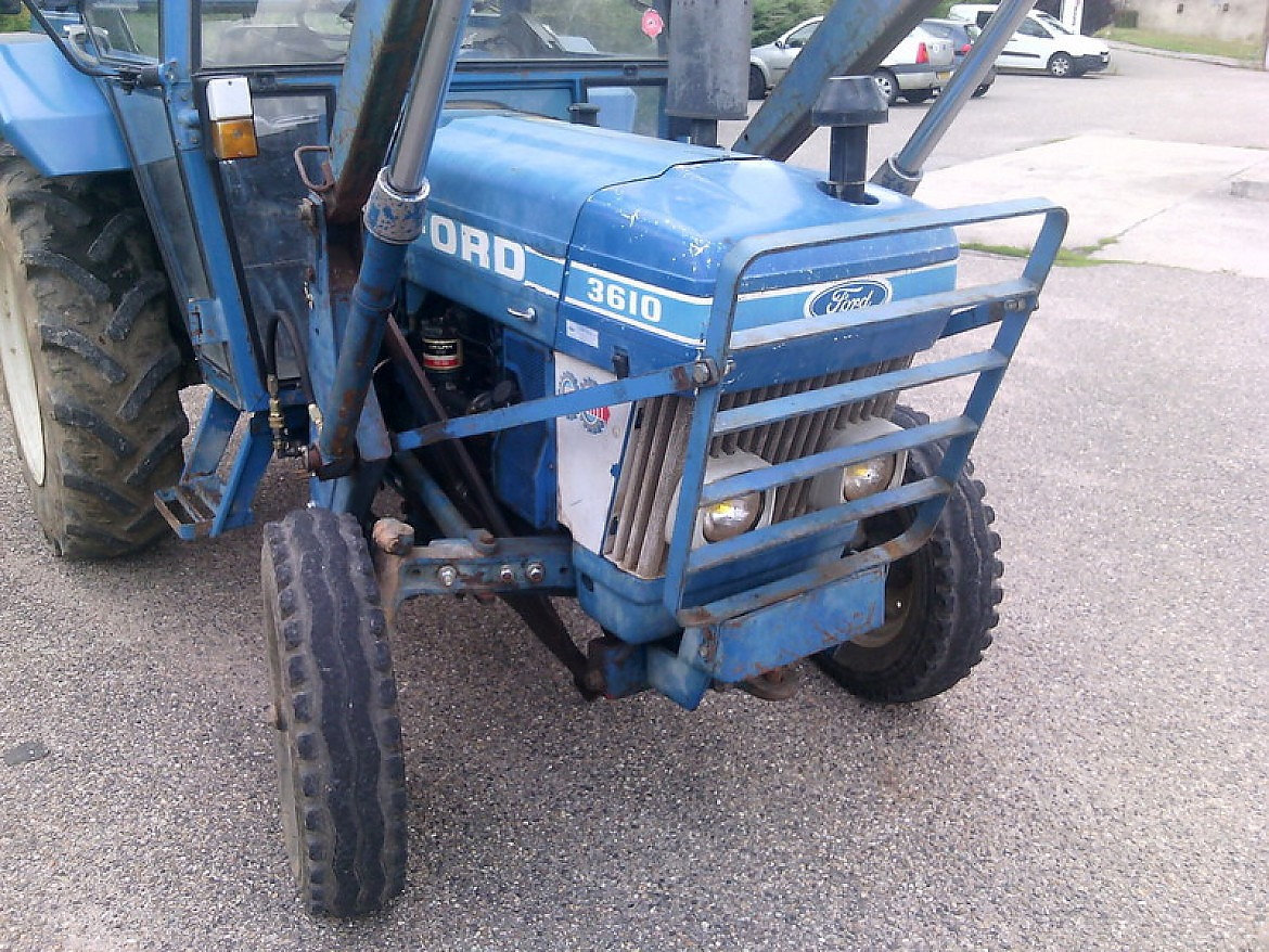 TRACTEUR 2 RM FORD 3610 + CHARGEUR