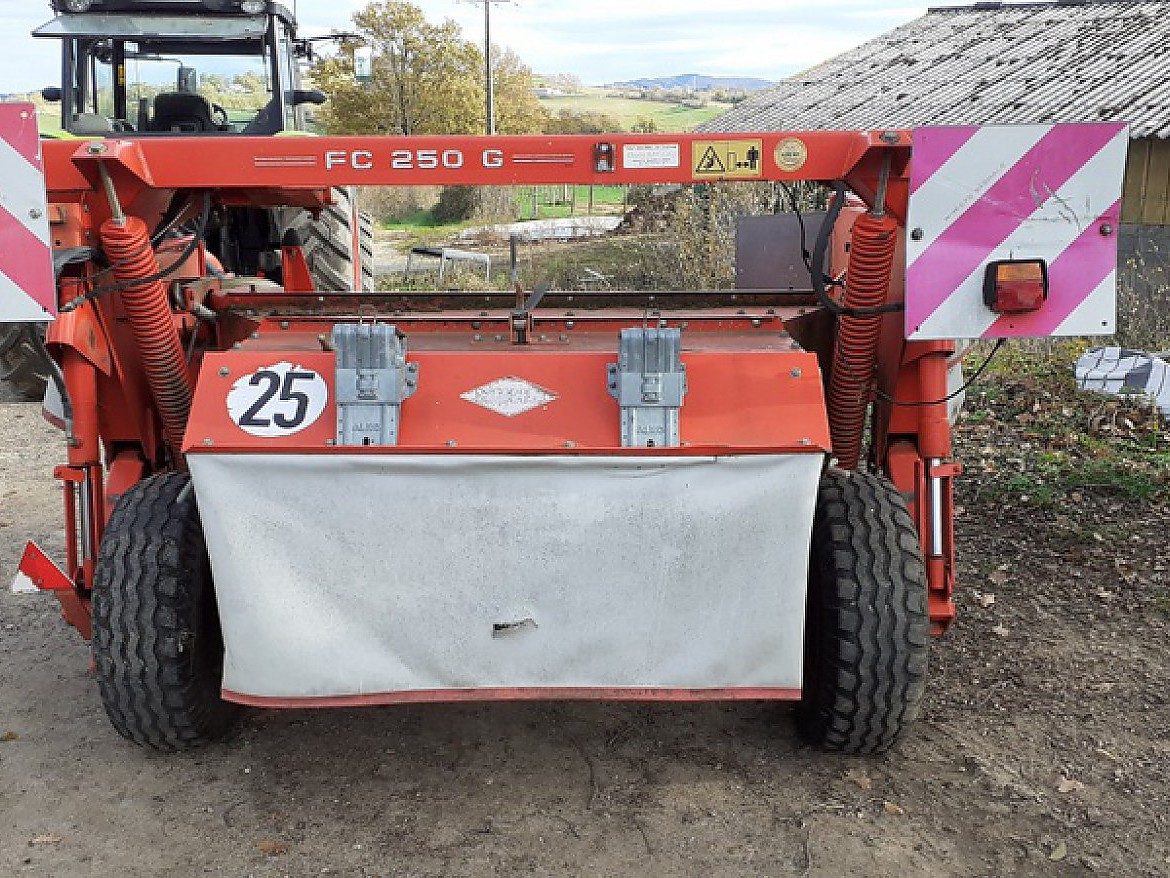 FAUCHEUSE CONDITIONNEUSE KUHN FC 250