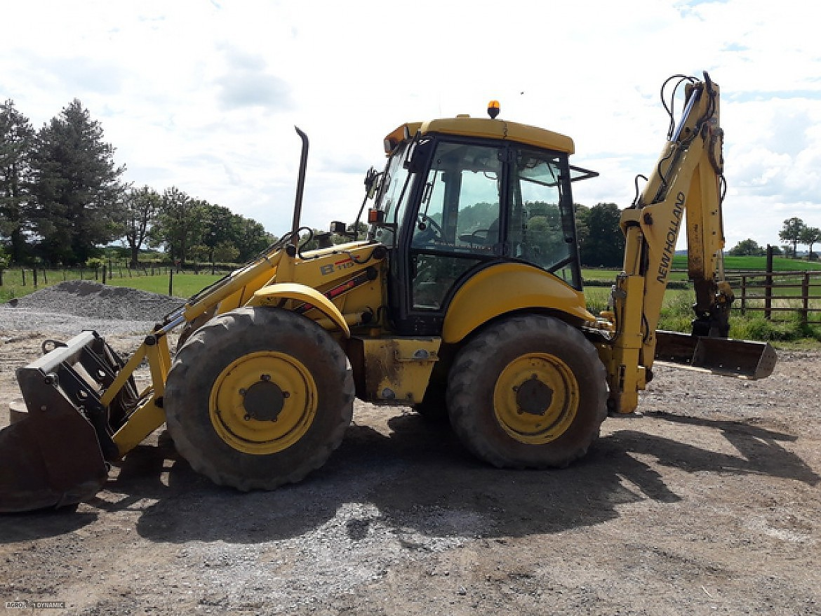 TRACTOPELLE NEW HOLLAND LB115